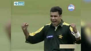 Waqar's historic spell – 7 wickets against England