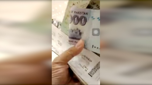 Viral video of FIA officer taking bribe in ISB airport