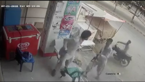KHI: CCTV footage of brave security guard of a medical store foiled robbery