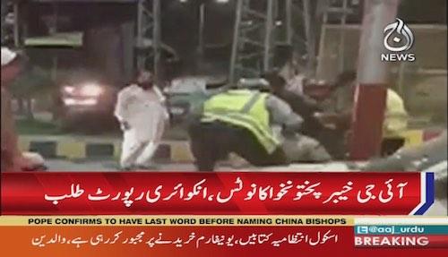 Peshawar: Traffic wardens brutally beaten a man