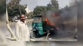 Rickshaw driver set his rickshaw on fire due to non availability of CNG