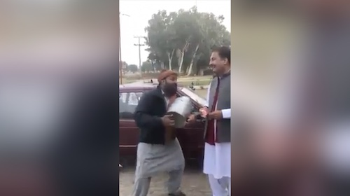 This local Pakistani man has such a melodious voice and unique style of singing