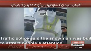Snow traffic policeman to warn drivers in China