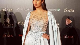 Mahira Khan wins trophy at DIAFA awards