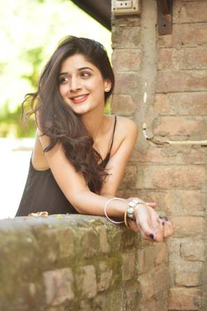 A lesson for Indian celebs: Mawra's graceful response to Pulwama attack