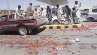 Pakistanis are destroying Indian tomatoes!