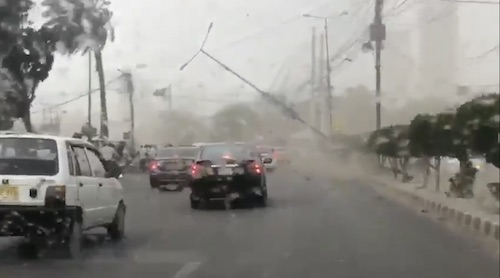 2 Electric poles fell in Karachi due to sandstorm