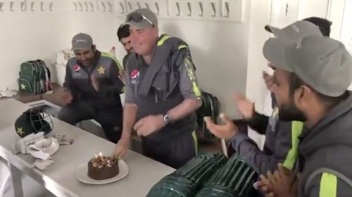 Pakistani Cricket team celebrates Mickey Arthur's birthday