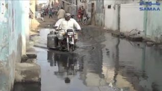 People of Karachi fed up with rain water