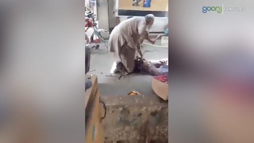 Buzurg shehri ka masoon bache par tashdud