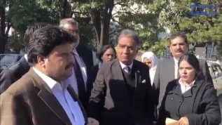 Musharraf k wakeel out of control!