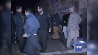 Peshawar main police check post kay kareeb dhamaka, mutadid afrad zakhmi